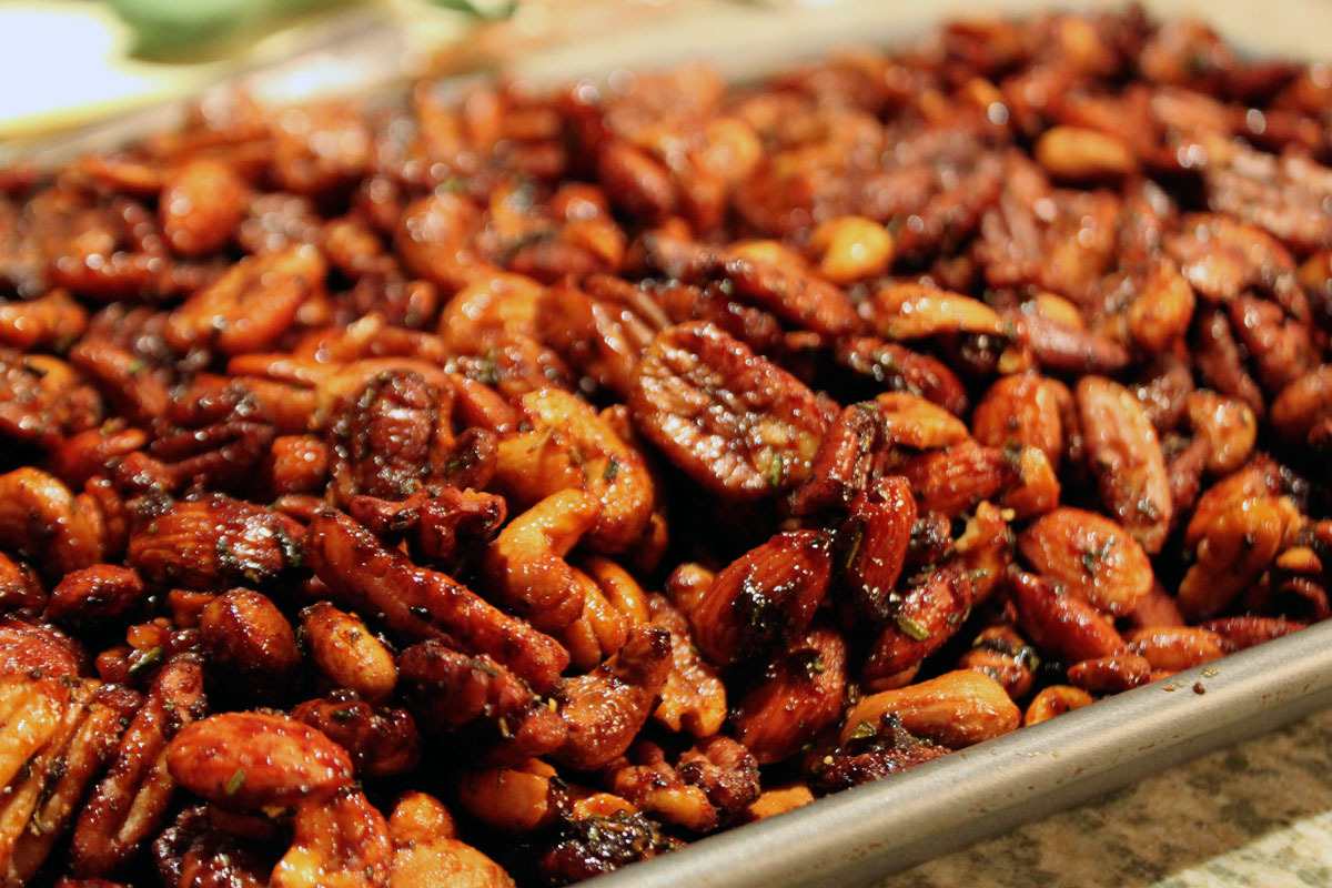 Chipotle Spiced Nuts with Rosemary | Hugs 'n Kitchen
