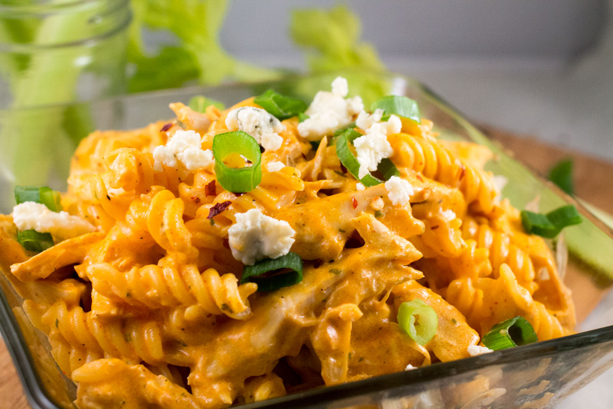 Buffalo Chicken Pasta | Hugs 'n Kitchen