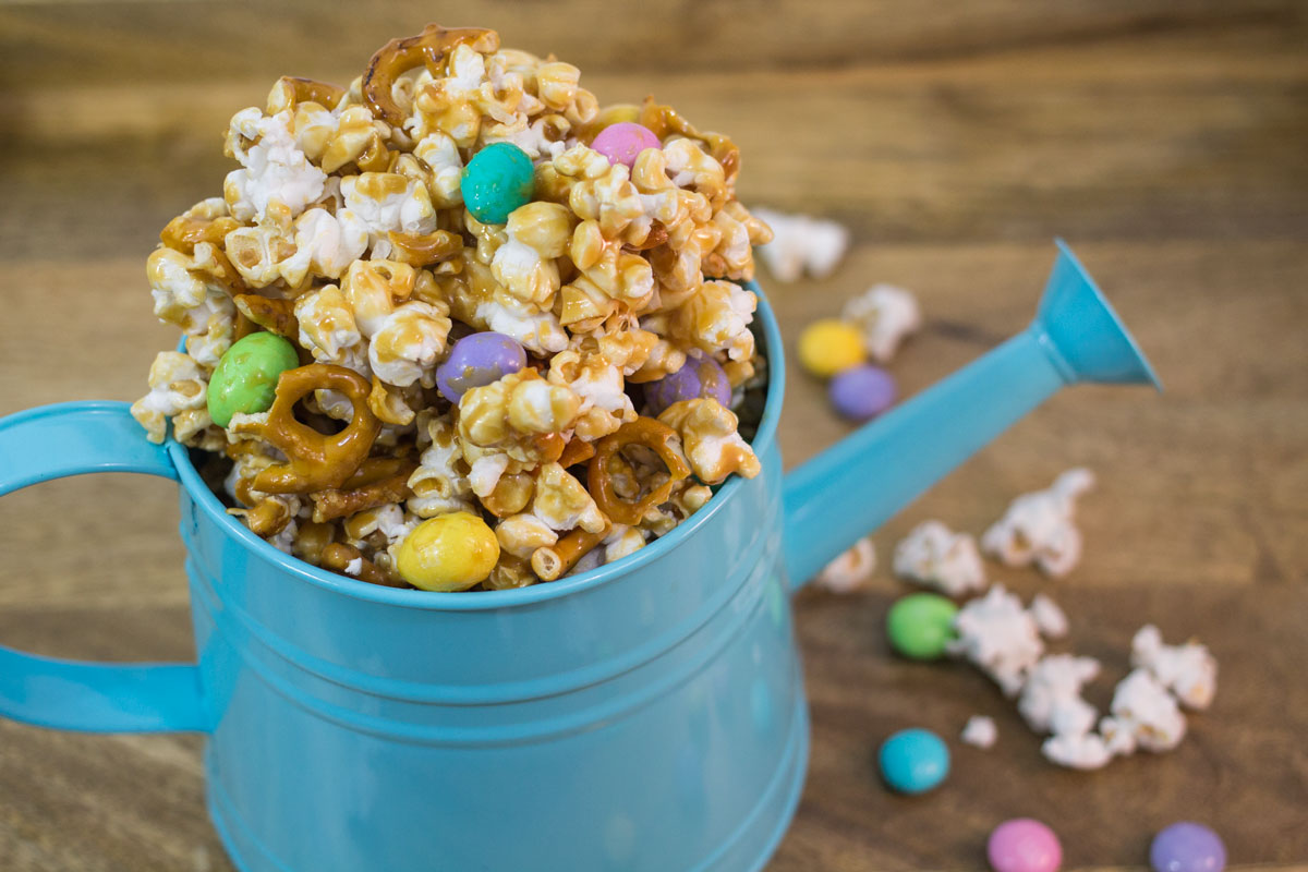 Caramel Easter Popcorn | Hugs 'n Kitchen