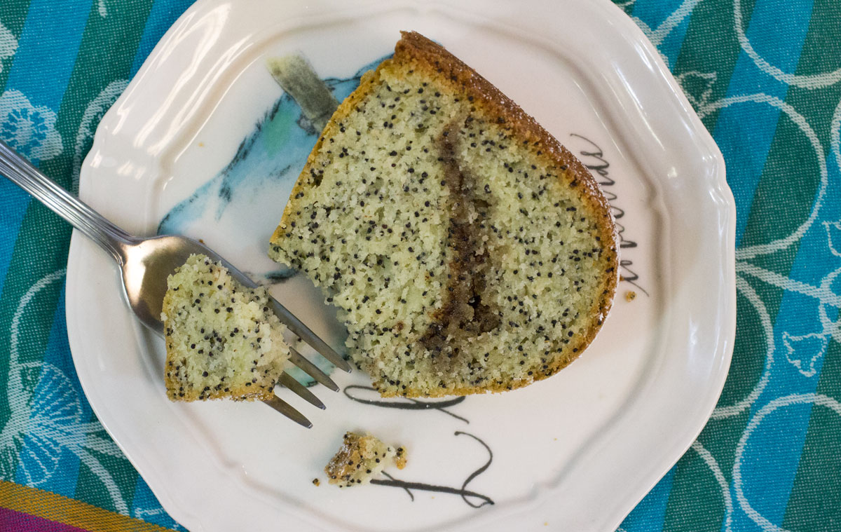 Poppyseed Coffee Cake | Hugs 'n Kitchen
