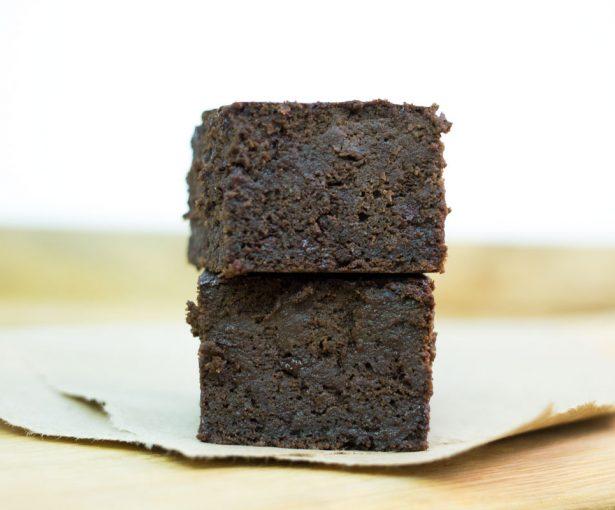 Zucchini Chocolate Brownies | Hugs 'n Kitchen