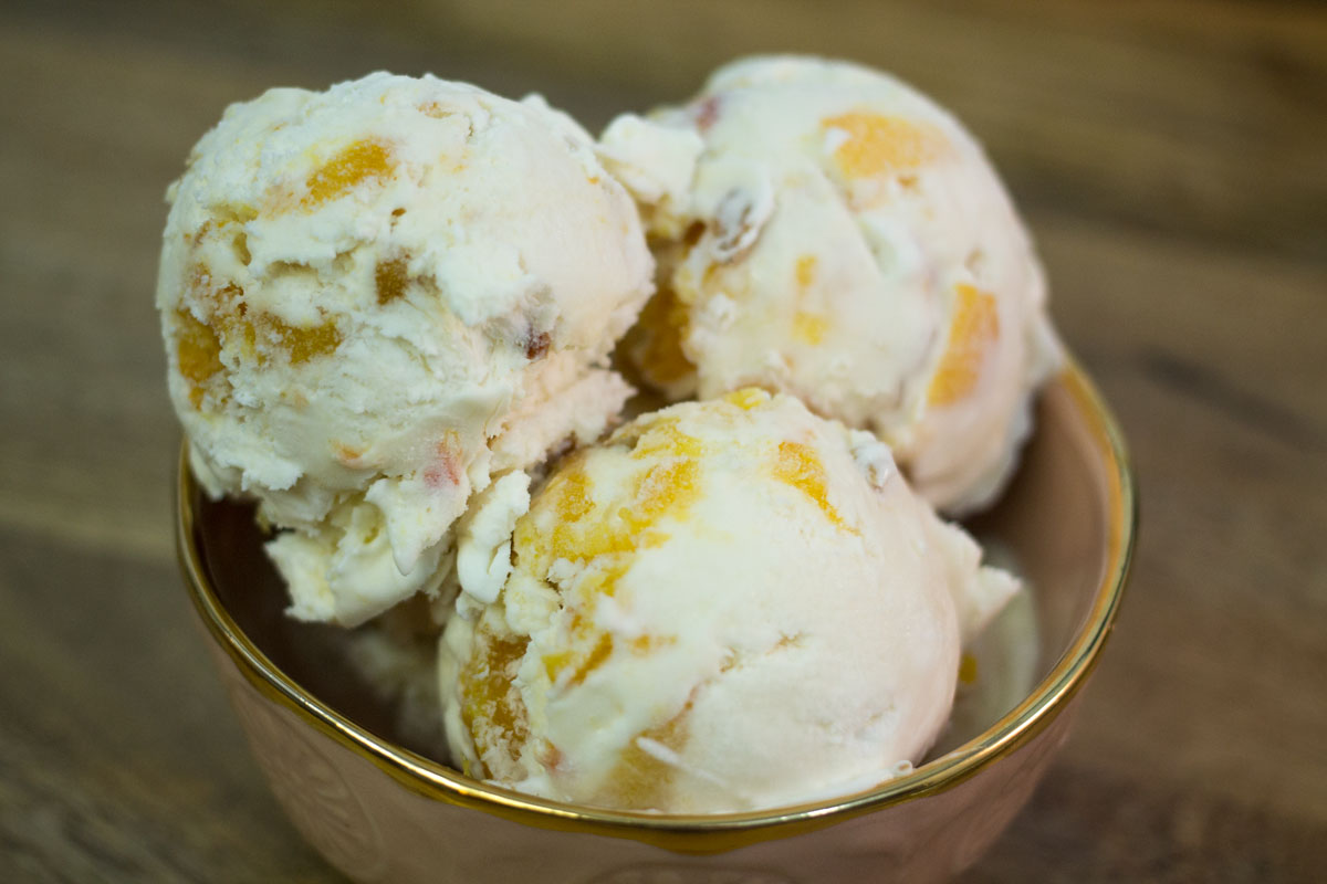 No-Churn Roasted Peach Ice Cream | Hugs 'n Kitchen