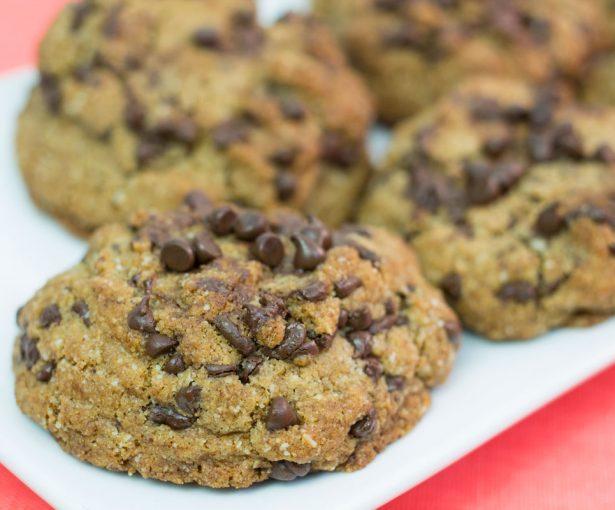 Paleo Chocolate Chip Cookies | Hugs 'n Kitchen
