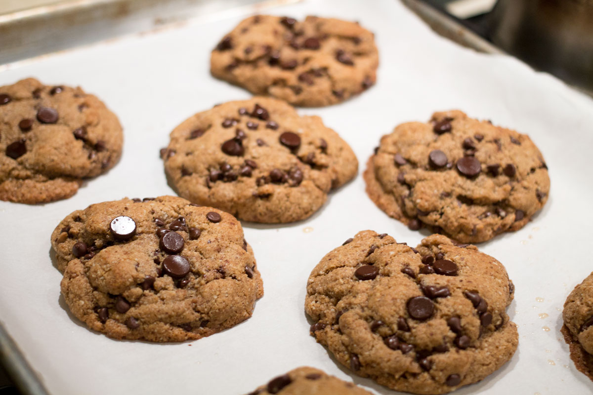 Paleo Chocolate Chip Cookies | Hugs 'n Kitchen